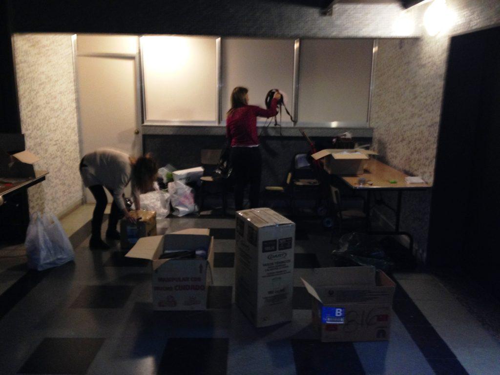 Las mamás de Acción Social del Colegio San Agustín preparando las donaciones
